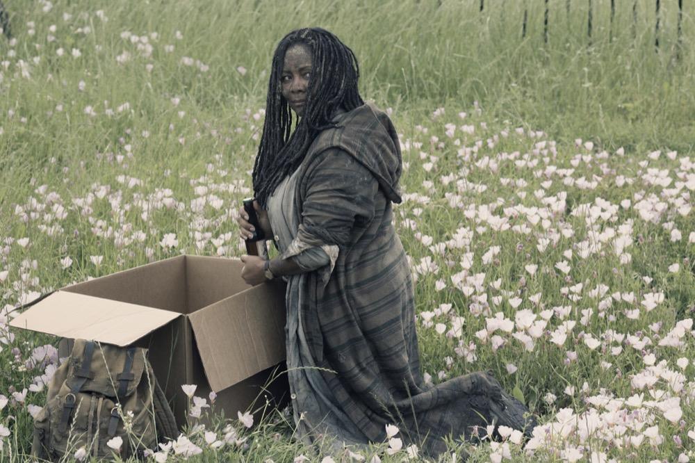 Tonya Pinkins as Filthy Woman- Fear the Walking Dead _ Season 4, Episode 12 - Photo Credit: Ryan Green/AMC