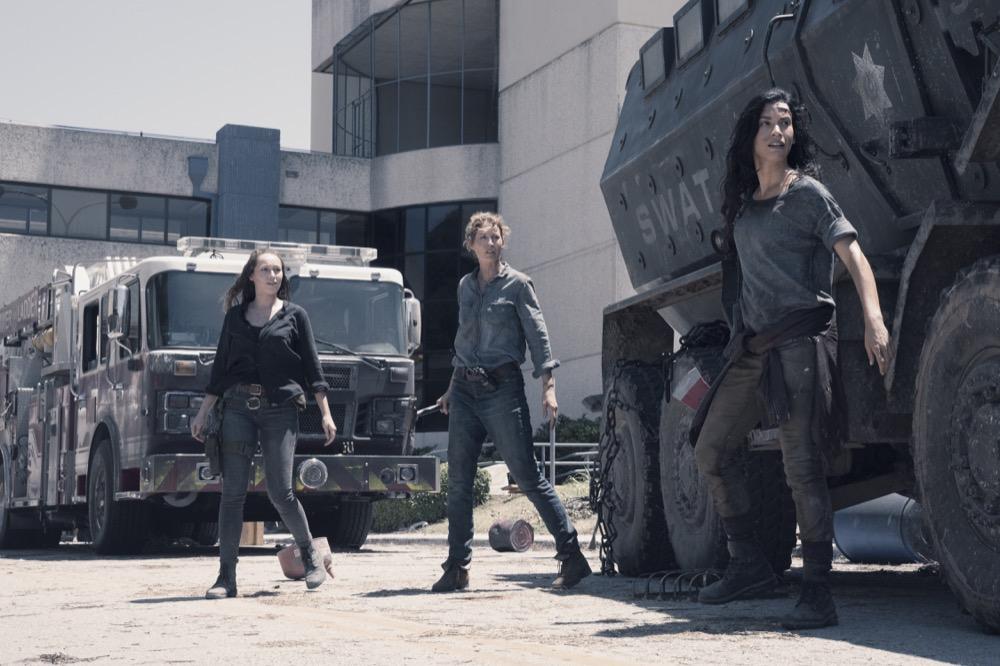 Alycia Debnam-Carey as Alicia Clark, Jenna Elfman as June, Danay Garcia as Luciana- Fear the Walking Dead _ Season 4, Episode 15 - Photo Credit: Ryan Green/AMC